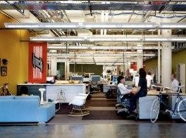 O Facebook se muda para o novo escritório em 1601 South California Ave., Palo Alto.