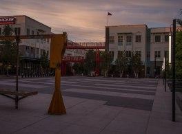 O Facebook muda-se para um novo escritório em Menlo Park, Califórnia.