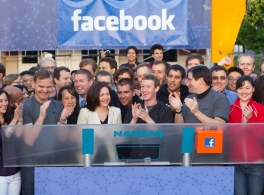 Facebook fait son entrée en bourse.
